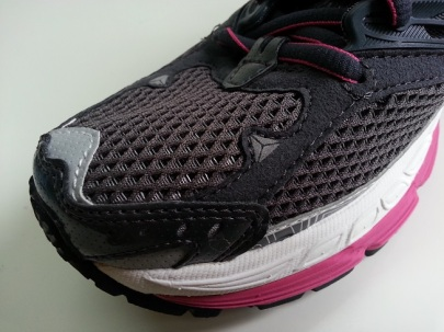 Check out the stitches at the Glycerin 10's toe box area.